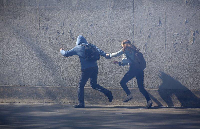 法國五一勞動節適逢總統大選,遊行演變成暴力衝突。(美聯社)