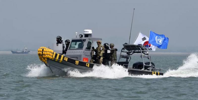南韓與聯合國合力派出的稽查船隻,加強非法捕撈管制。(美聯社)