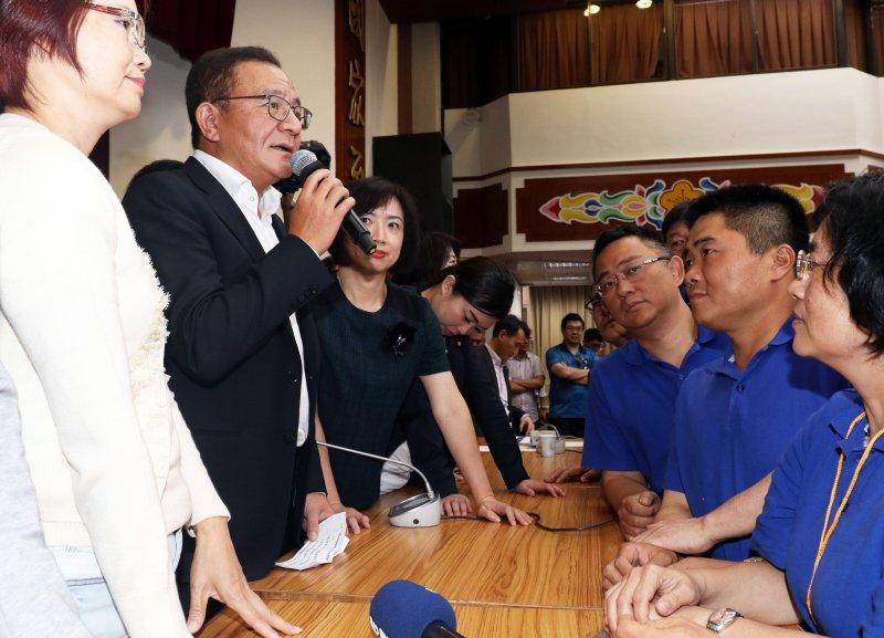 立法院審議前瞻基礎建設計畫,立委高志鵬宣布散會。(蘇仲泓攝)