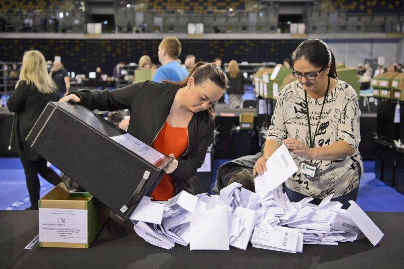 英國5日舉行地方選舉。(美聯社)
