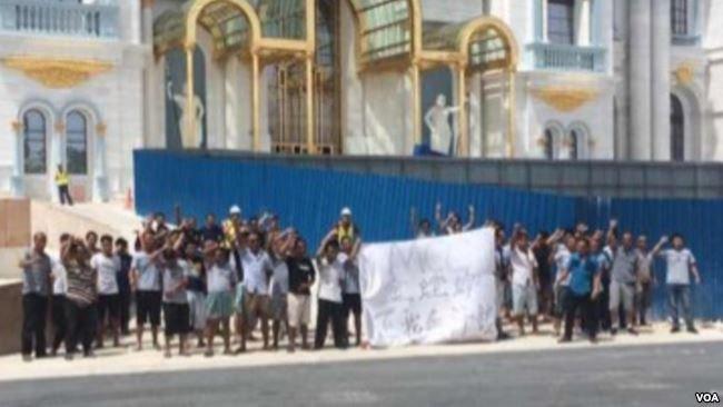 中國工人在博華太平洋賭場工地抗議(美國之音)