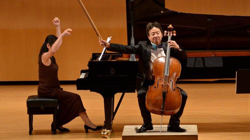 張正傑是國內知名大提琴演奏家,他向主辦單位建議,當天挑戰摩天大樓攻頂後,表演大提琴演奏巴哈無伴奏。(取自張正傑臉書)
