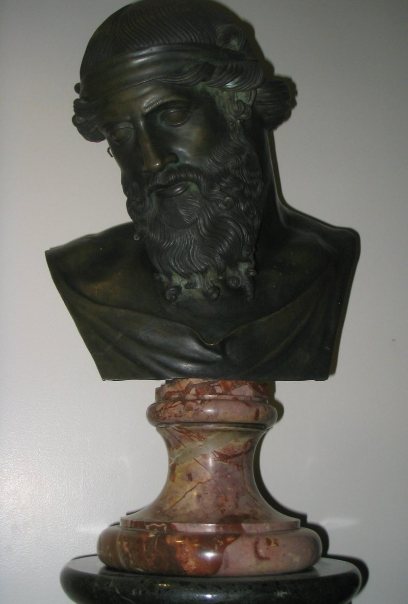 在西方世界裡,亞里斯多德的半身雕像幾乎已成了高雅文化的象徵之一。(取自維基百科)