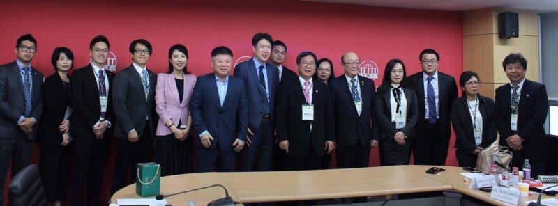 民進黨觀選團拜訪南韓汝矣島研究所。(民進黨中央提供).JPG
