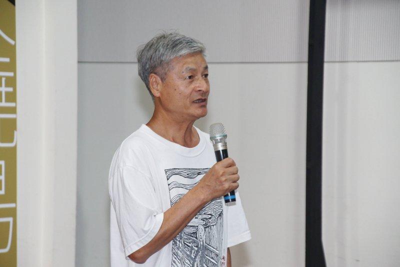 20170511-再見火燒島,綠島人權藝術季活動記者會,藝術家陳武鎮說明創作理念。(盧逸峰攝)