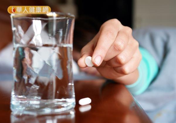 安眠藥不是吃了就好,正確服用很重要。(圖/華人健康網提供)