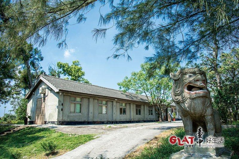 牛罵頭遺址文化園區見證清水的歷史,日治時期,日人曾在此興建「清水神社」,一對犬(高麗犬)是現今僅存的少許遺跡之一。(圖/台中好生活提供)
