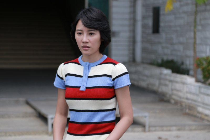 姚君在她的服裝搭配上利用強烈的顏色對比,一樣的樣式卻因為不同的配色方式讓角色的表現更有層次感。(圖/外鄉女提供)