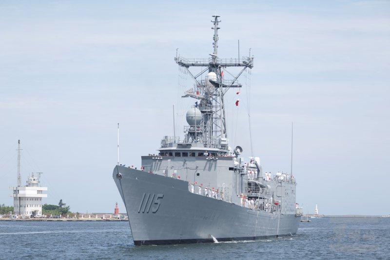 我國向美國所採購派里級巡防艦-逢甲軍艦(PFG-1115)13日上午駛進左營軍港。(軍聞社)