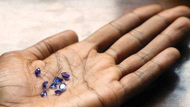 坦桑石產量很小,在國際市場比鑽石更加受買家追捧。(BBC中文網)