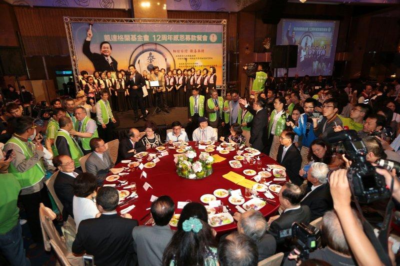 20170519-凱達格蘭餐會登場,前總統陳水扁(右)坐上主桌未發言。(顏麟宇攝)