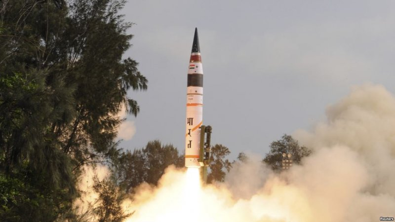 印度抵制中國一帶一路峰會,中國可能延遲讓印度加入核供應國集團作為報復,圖為印度在2012年試射飛彈,且射程涵蓋中國大部分地區(美國之音)