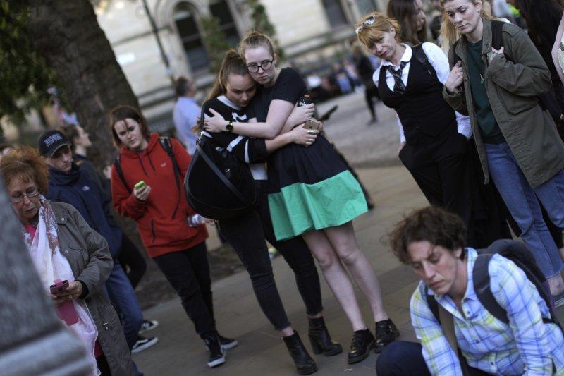 英國曼徹斯特一場演唱會爆發炸彈攻擊,22人死亡,其中多為年輕人。(美聯社)