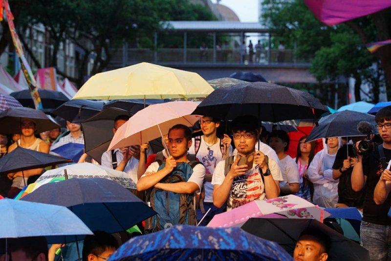 同婚釋憲案,大法官24日做出釋字第748號解釋,大雨無法澆熄群眾熱情。(盧逸峰攝)