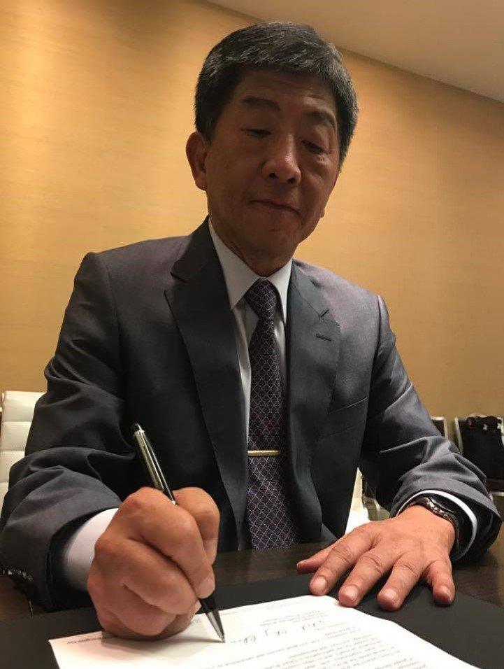 福部長陳時中今天致賀函給新當選的世衛秘書長艾德哈諾姆,他認為與新秘書長關係不會更糟,期待能發展新模式。(衛福部提供).JPG