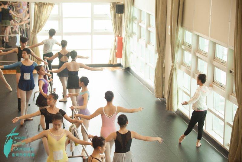 初次徵選團員過程。(圖/臺灣芭蕾舞團提供)