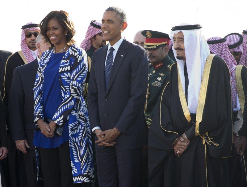 蜜雪兒歐巴馬訪沙烏地時也未戴頭巾。(美聯社)