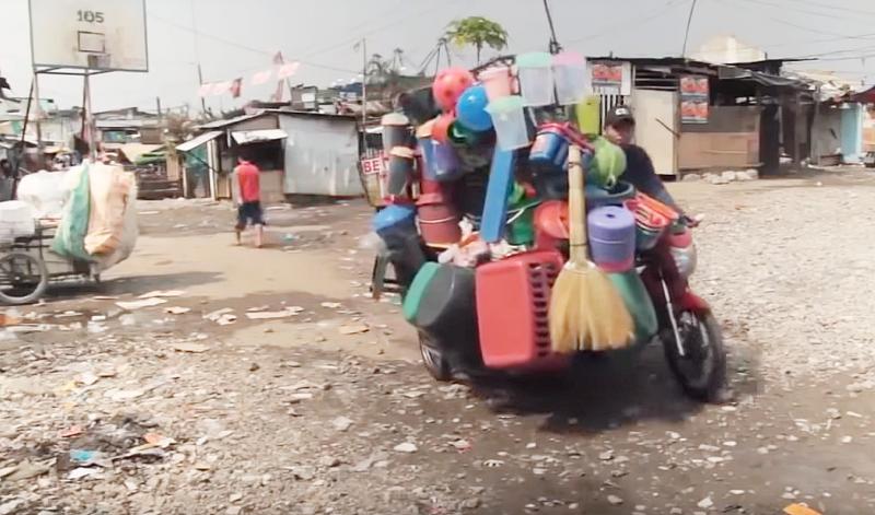 距離鬧區僅有十幾分鐘車程,湯都卻貧窮得驚人。(圖擷取自Youtube)