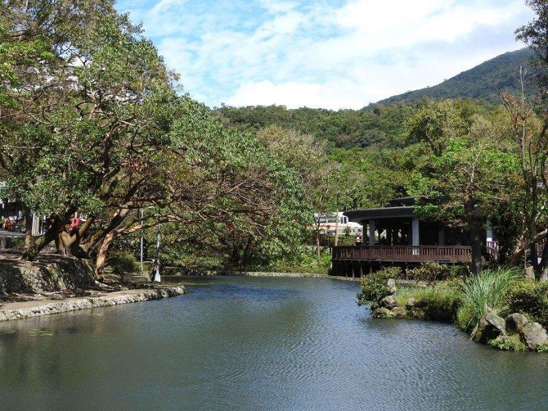 更新後陽明湖已恢復潔淨清澈,日漸稀少的苔原面積也能逐漸增加。(取自台北市政府網站)