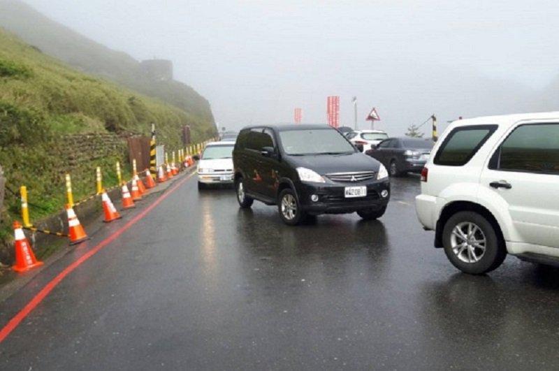 蘇花路不通,民眾只好改走中橫公路。(警方提供)