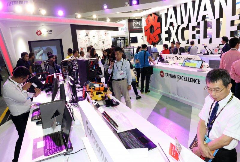 20170530-「2017年台北國際電腦展(COMPUTEX 2017)」上午登場,吸引許多民眾、廠商到場參觀。(蘇仲泓攝)