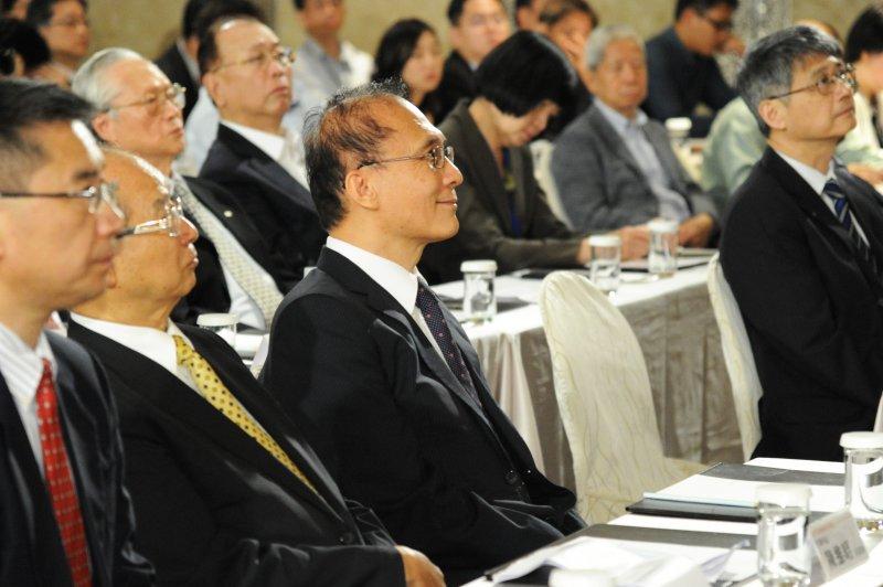 DH行政院長林全今(31)日出席「2017生醫產業經營者會議」。(行政院提供).JPG