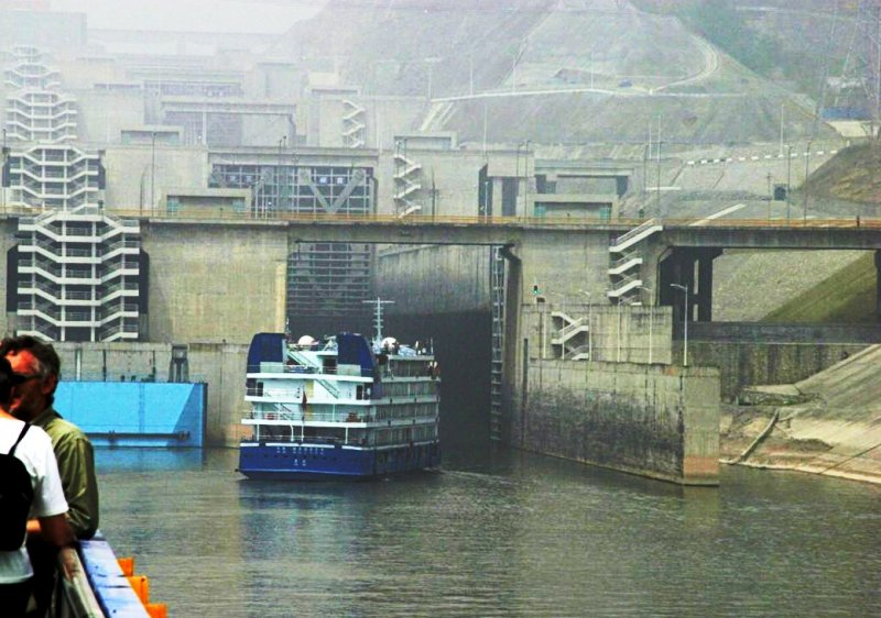 三峽大壩五級船閘。(David Hewitt@wikipediaCCBY3.0)