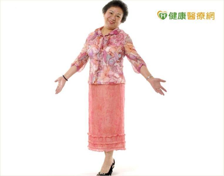 積極控制體重,老奶奶找回10多年前的好身材。(圖/健康醫療網提供)
