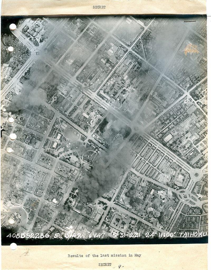 台北大空襲後的空拍照。(Air Force History Research Agency, United States @wikipedia/public domain)