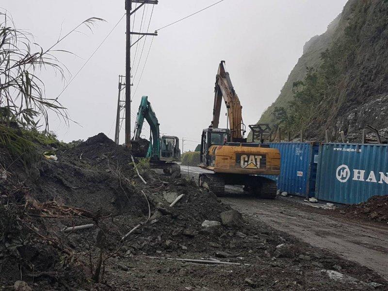 蔡英文總統1日晚間在臉書PO出蘇花公路搶修照片。(取自蔡英文臉書)