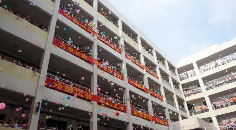 中國迎來一年一度的高考,940萬考生赴考。(新華社)