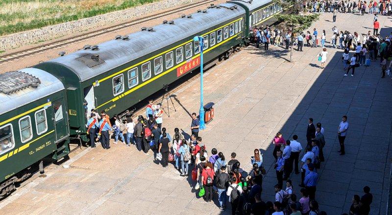中國迎來一年一度的高考,全國各地共940萬考生赴考。(新華社)