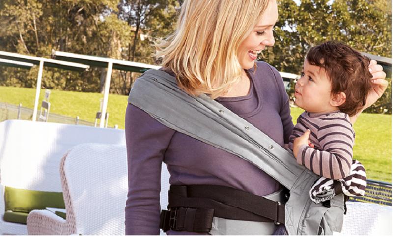 側背一方面有利於寶寶接觸世界,而且讓爸媽與寶寶溝通零距離。(圖 / mamaway提供)