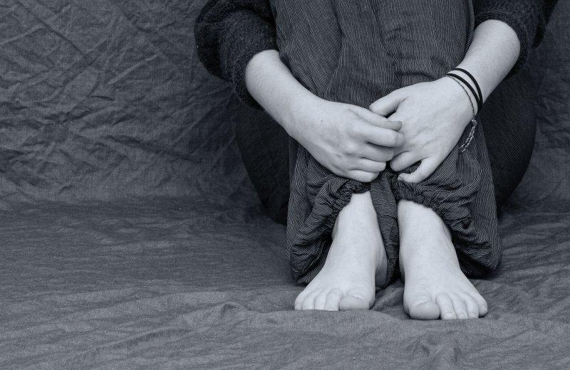 青少年、青年、沮喪、失意。(取自piaxbay)