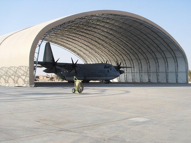 機堡、戰機。(取自www.torocorp.co_.uk)