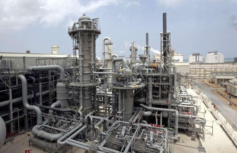 卡達遭鄰國封鎖邊境,但石油與天然氣輸送暫無大礙。(美聯社)