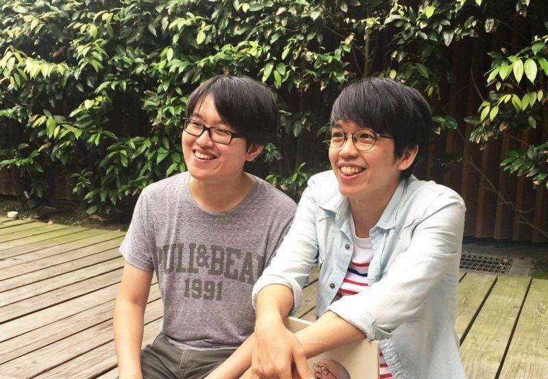 帶著小時候的歡樂回憶,郭漁(左)與良根(右)兩兄弟畫下台灣最美風景。(圖/鐘敏瑜攝)