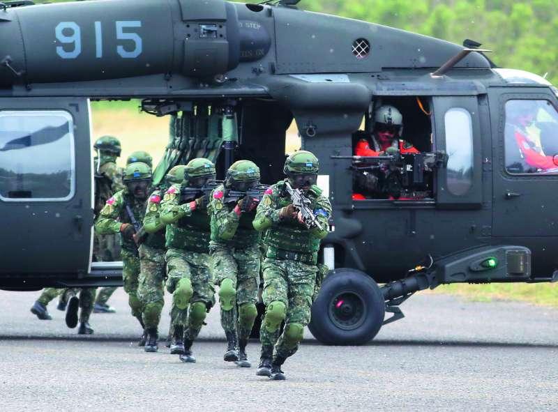 目前國軍部隊可說是充斥著雜牌軍,只有志願役及義務役士兵擁有戰力。(郭晉瑋攝)