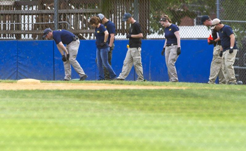 兇嫌闖入國會議員使用的棒球場開槍掃射,共和黨黨鞭史卡利斯重傷。(美聯社)