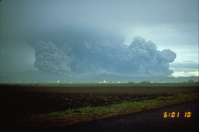 皮納土波火山爆發景象。(維基百科公有領域)