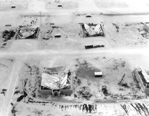 被火山灰摧毀的克拉克空軍基地。(維基百科公有領域)