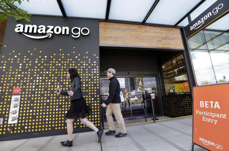 亞馬遜積極發展無人超市amazongo,工會擔心全食超市的員工將飯碗不保。(美聯社)