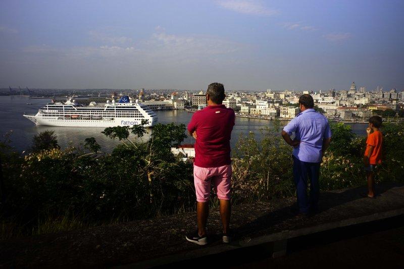 歐巴馬放寬旅遊限制後,2017年前5個月就有28萬美國人造訪古巴。(美聯社)
