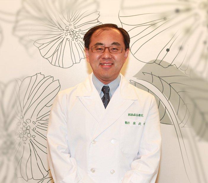 國泰醫院整形外科暨醫學美容中心主任蒲啟明表示,他尊重同領域專科醫師的不同看法,但其臨床經驗還是支持大體皮膚。(取自國泰醫學美容中心網站)