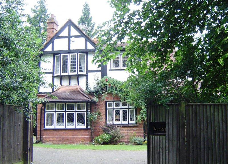 喬治.歐威爾一家人返回英國後的住處(Motmit@Wikimedia / CC BY-SA 3.0)
