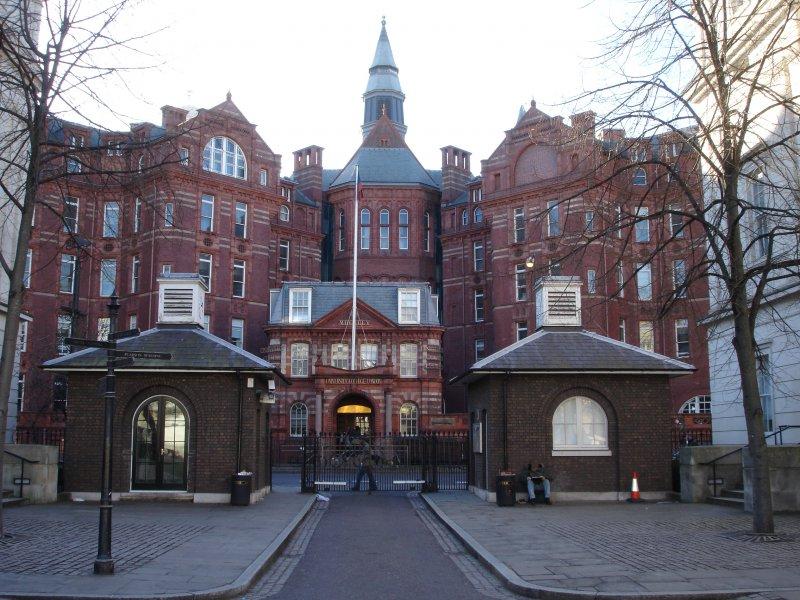 倫敦大學學院醫院,喬治.歐威爾在這裡辭世(LordHarris @Wikimedia / CC BY-SA 3.0)