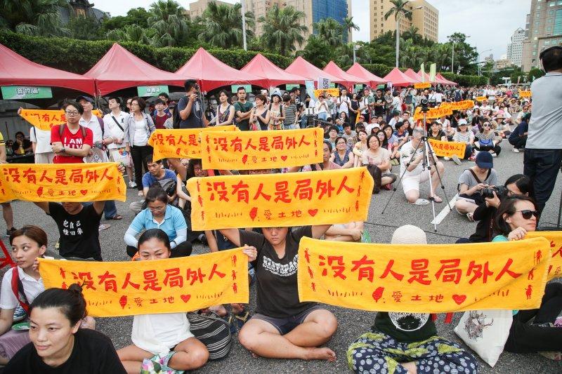 GG國道收費員及原民團體等各種團體,25日都參加反亞泥大遊行。(陳明仁攝).JPG