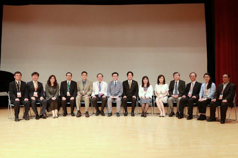 台南市長賴清德出席2017失智照護博覽會,期望為失智者開拓彩虹照護新境界。(圖/台南市政府提供)