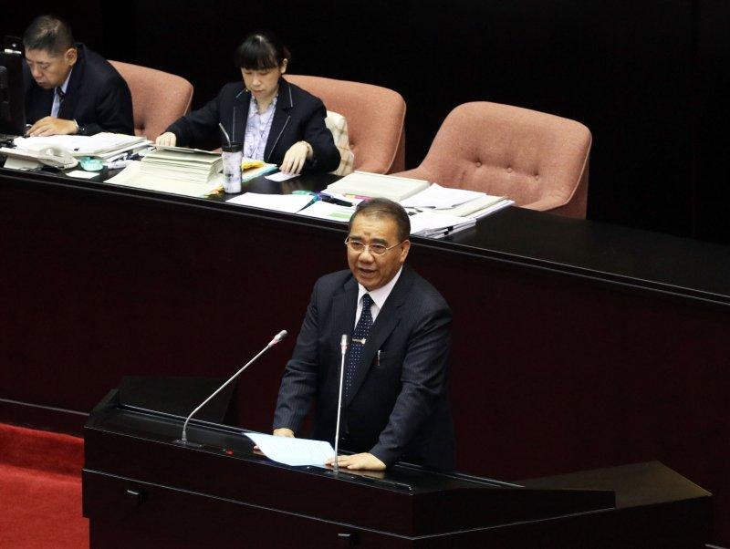 廖國棟以母語阿美族話進行發言,引來現場包含立委、議事人員在內的笑聲。(蘇仲泓攝)