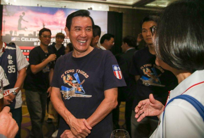 2017-06-29-AIT美國獨立紀念日酒會- 前總統馬英九穿Q版飛虎隊的T恤出席-陳明仁攝
